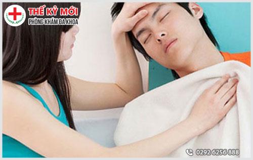 Bệnh lậu sẽ gây sốt nhẹ ở nam giới